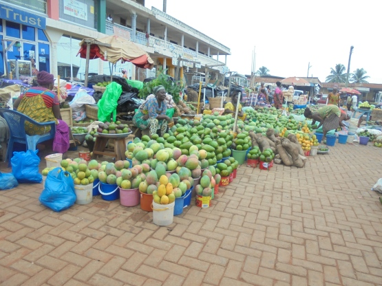 2017 5 29 Fruit market of Kintampo