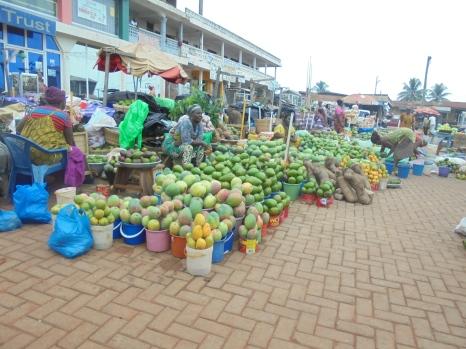 2017 5 29 Fruit market of Kintampo