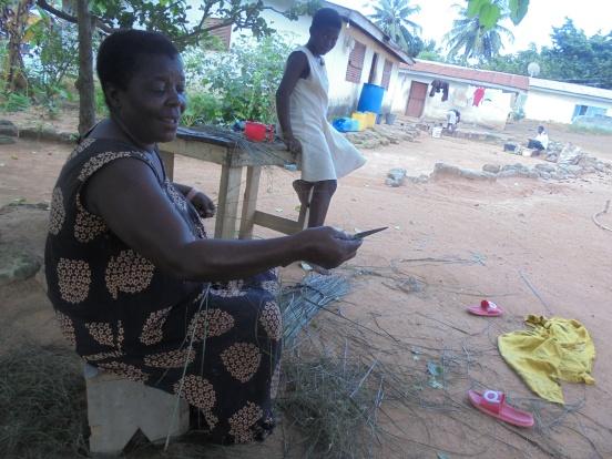 2017 9 4 Woman making brooms